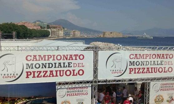 Napoli, al via sul Lungomare il campionato del mondo dei pizzaiuoli