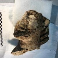 Paestum: scoperta una testa di travertino