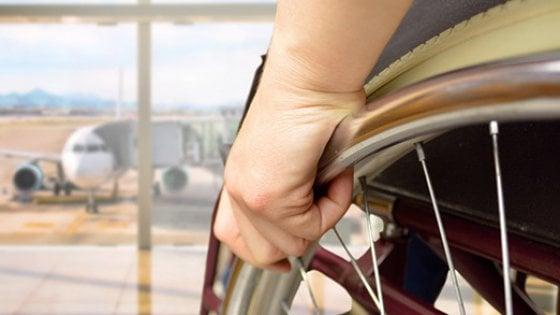 Si rompe la sedia a rotelle in aereo, il giudice di pace condanna l'EasyJet a risarcire il disabile