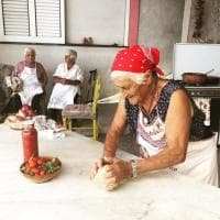 In cucina con le nonne influencer: così Ischia si racconta su Youtube