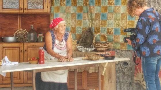 """Ischia, ecco le """"pasta grannies"""": """"Raccontiamo su Youtube le tradizioni della tavola"""""""