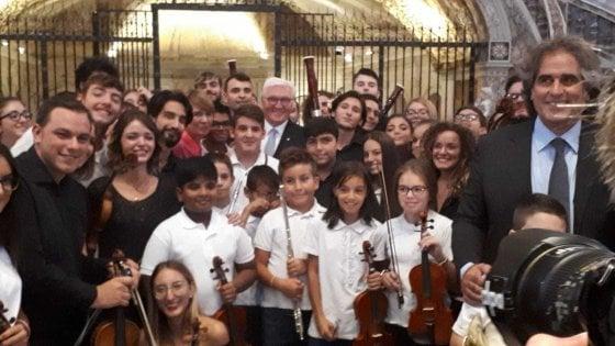 Steinmeier a Napoli: in sinagoga il racconto del sopravvissuto, pranzo con Mattarella e visita al rione Sanità