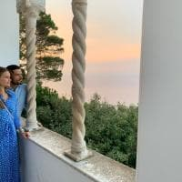 Carlo Filippo di Svezia e la principessa Sofia in visita ad Anacapri, a Villa San Michele