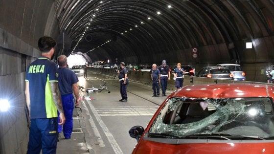 Napoli, tragico incidente nella Galleria Vittoria: grave un ciclista