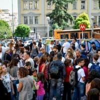 Baby gang, a Napoli mamme in presidio contro le rapine: 14 colpi in una