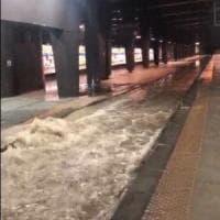 Maltempo: stazioni allagate, disagi per la linea 2 della metro e per la