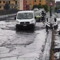 Maltempo: voragini e allagamenti in diverse strade di Napoli