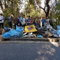 Tv, bombole di gas e divani: Ischia, ripulito il bosco-discarica del Cretaio