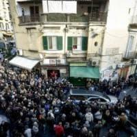 Napoli, salumiere ucciso da un infarto durante una rapina: il pm chiede