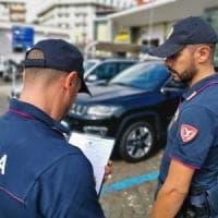 Napoli, parcheggiatore abusivo aggredisce