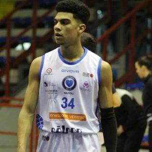 """Razzismo, """"negro di m.."""": tecnico ritira squadra di basket nel Napoletano"""