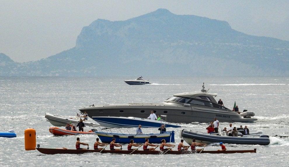 Napoli, la magia del golfo per la Coppa Lysistrata