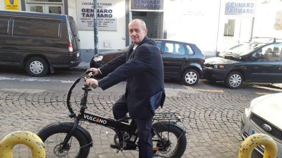 L'impresa funebre è su due ruote: meno auto, più bici elettriche