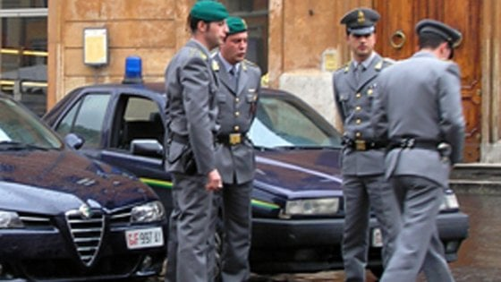 Sanità: truffa alla Asl di Salerno, denunciato medico