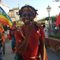 """La marcia """"Restiamo umani""""  fa tappa a Castel Volturno"""