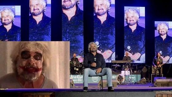 """Italia a Cinque Stelle, Grillo truccato da Joker: """"Non siamo quelli di 10 anni fa"""""""
