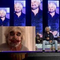 Italia a Cinque Stelle, Grillo truccato da Joker: