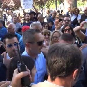 Napoli, M5S: arriva la sindaca Raggi, urla e insulti degli attivisti contro i giornalisti