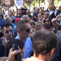 Napoli, M5S: arriva la sindaca Raggi, urla e insulti degli attivisti contro