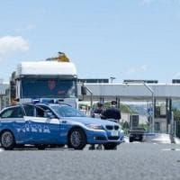 Salerno, imbocca autostrada contromano per sfuggire alla polizia stradale