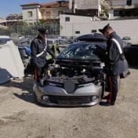 Napoli, ricettazione di auto rubate e riciclaggio: 17 arresti