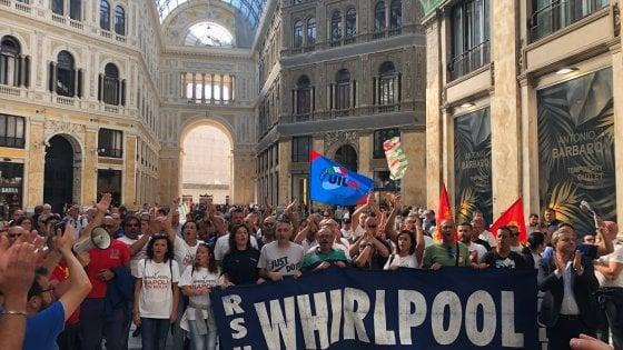 """Whirlpool Napoli, corteo degli operai: """"Siamo pronti a tutto"""""""