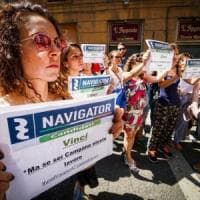 Campania, De Luca firma l'accordo sui 471 navigator. Loro: