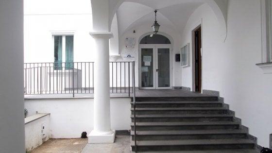 """Capri, sospetta intossicazione alimentare: stop alla mensa del """"Benedetto Croce"""""""