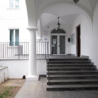 """Capri, sospetta intossicazione alimentare: stop alla mensa del """"Benedetto"""