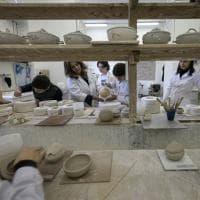 Porcellana di Capodimonte, ecco gli allievi artigiani nella ex Real Fabbrica