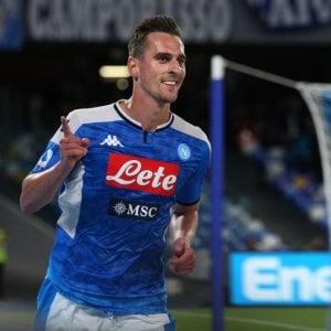 Il Napoli torna a vincere, doppietta di Milik con il Verona