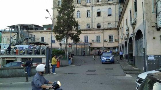 Cava de' Tirreni, sparatoria al pronto soccorso: 2 feriti
