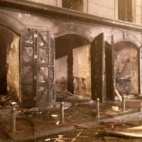 Paura nella notte a piazza Mercato per un incendio ai locali di Sant'Eligio