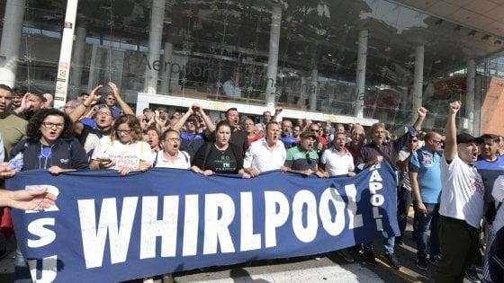 Whirlpool: gli operai all'aeroporto di Capodichino