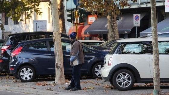 Napoli, stretta sui parcheggiatori abusivi: 83 denunciati