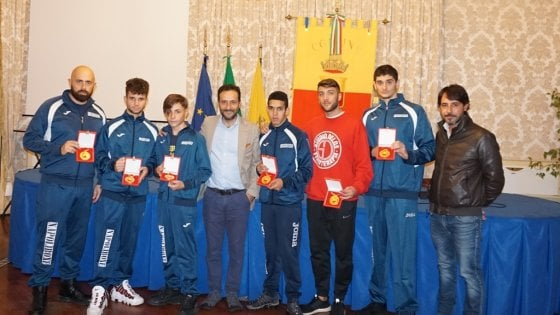 Napoli l'assessore Borriello premia quattro pugili della Napoli Boxe