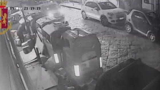 Arrestato piromane a Napoli, incendiava i cassonetti