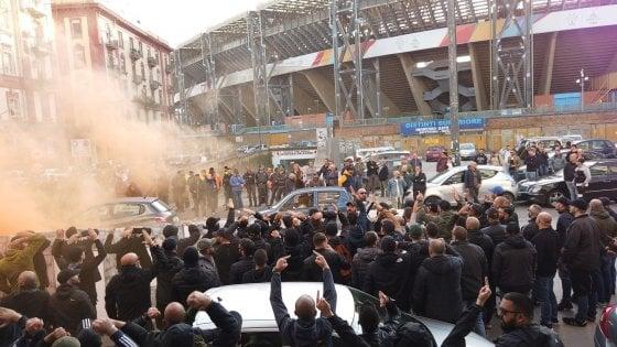 """Napoli contestato al San Paolo dai tifosi: """"Andate a lavorare"""""""