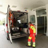 Avellino, autocarro si ribalta sull'Ofantina: due feriti
