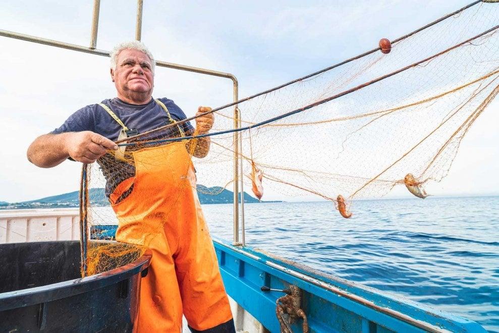 """Progetto Remare, la sfida di Gianfranco: """"Raccolgo la plastica per dare un futuro alla pesca"""""""