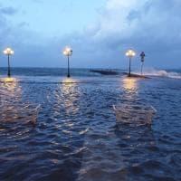 Ischia, disagi e mare agitato: allagato il piazzale aragonese