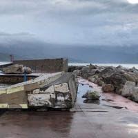 Maltempo in Cilento: la mareggiata abbatte il muro del porto a Scario