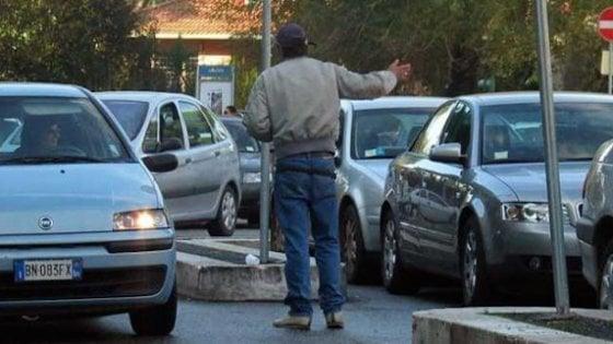 Napoli, parcheggiatore abusivo con pensione di invalidità e reddito di cittadinanza