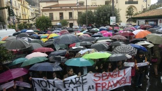 Sardine, il flash mob di Napoli trasloca a piazza Dante