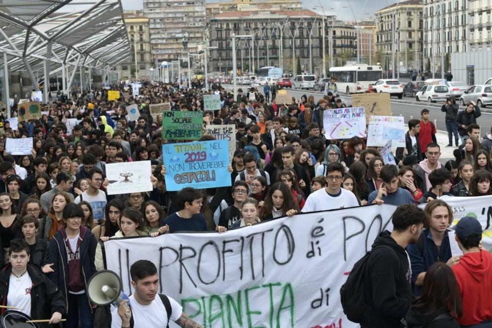 """Migliaia di partecipanti al corteo """"Fridays For Future"""""""