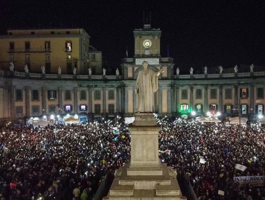 """Sardine: """"Napoli non si Lega"""", grande mobilitazione a Napoli in piazza Dante"""