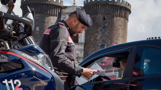Napoli, giro di vite da parte dei Carabinieri per contrastare le scorribande di motorini senza l'uso del casco