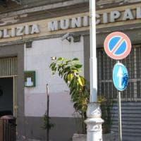 Prende a morsi i vigili urbani per una multa: denunciato 27enne di Torre