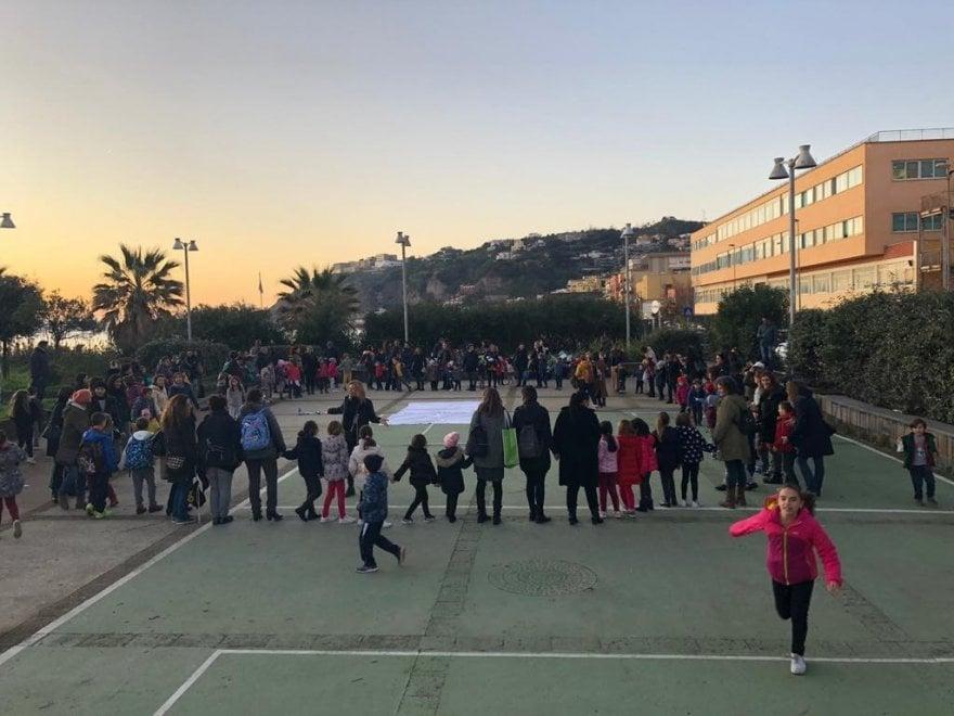 Madonna Assunta, un flash mob per salvare la scuola