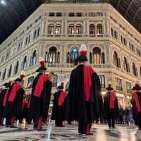 Il Buon Natale della fanfara dei carabinieri tra le strade del centro città